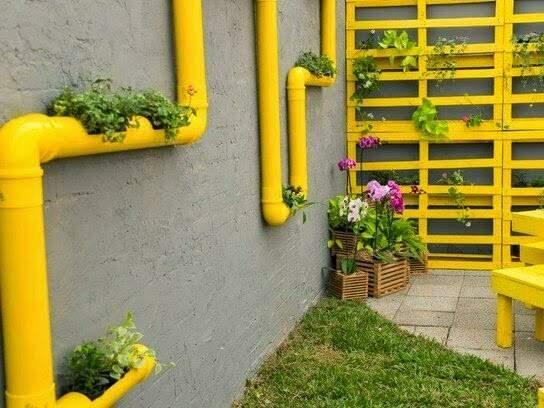 Com pintura, a horta fica ainda mais charmosa.