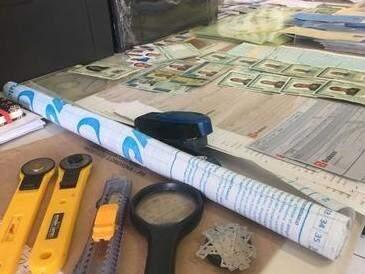 Apetrechos para a falsificação foram apreendidos  (Foto: divulgação/Polícia Civil)