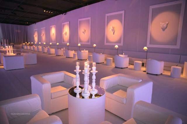 Salão principal foi coberto de branco, em todos os detalhes. Foto: Maurício Paulino
