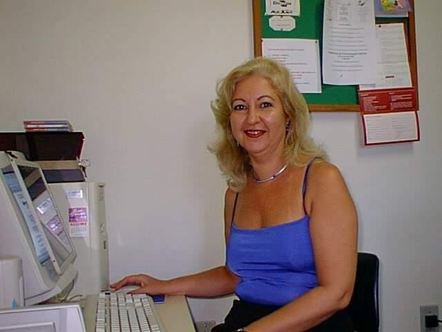Ecila já na frente do computador, em 1999. Quando ela entrou na Embrapa, era época da datilografia. (Foto: Arquivo Pessoal)