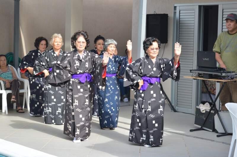 Amigas da dança também fizeram homenagem em missa da 7ª semana.
