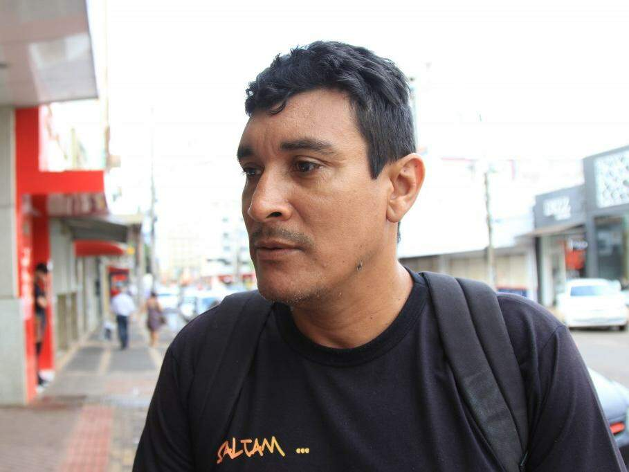"""Ademir Rios, de 46 aos, reclama que aumento de salário mínimo """"não dá para nada"""" (Foto: Marina Pacheco)"""