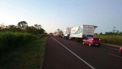 Grupos do MST bloqueiam três pontos em principais rodovias de MS