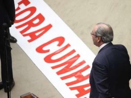 Com 450 votos, deputado federal Eduardo Cunha é cassado pela Câmara