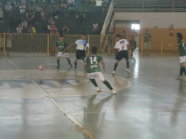 Meninos do Ribas do Rio Pardo e Chelsea Brasil se enfrentaram nesta quarta-feira (Foto: Divulgação)