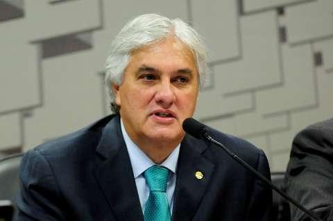 Relator de comissão dá parecer favorável à cassação de Delcídio