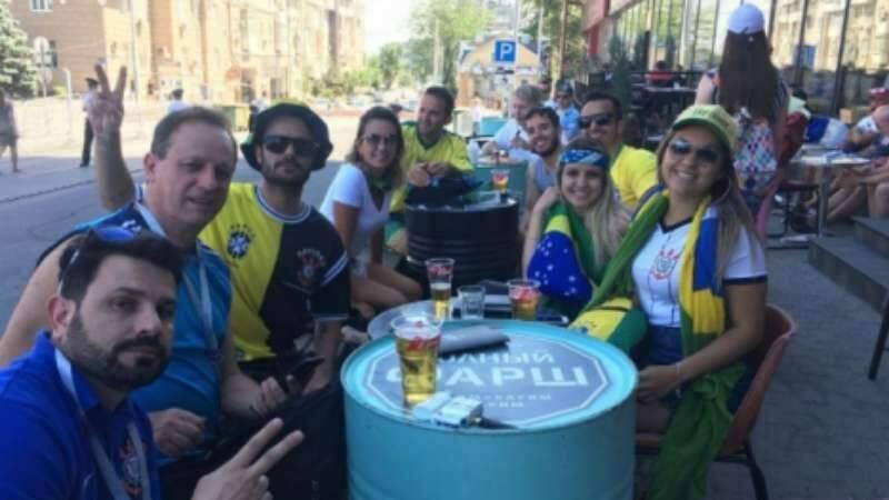 A noite de segunda-feira ainda foi de agito de brasileiros no bar-balada na margem do rio Don, o rio que dá sobrenome à cidade
