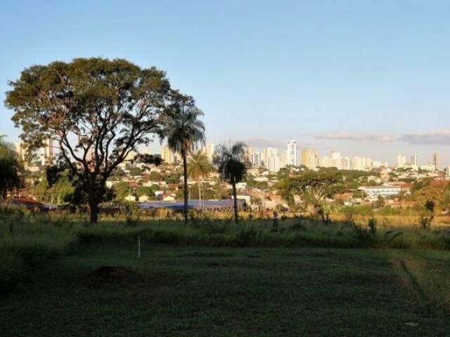 Área atrás do inacabado Centro de Belas Artes, eleita para projeto habitacional (Foto: Divulgação/PMCG)