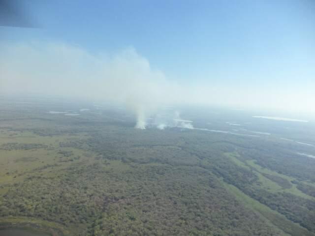 Trabalho de combate ao fogo se concentra nas regiões Norte, Nordeste e assentamentos de Corumbá. (Foto: Corpo de Bombeiros)