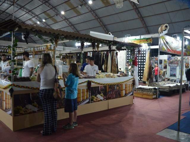 Fenasul traz 60 quiosques, que vendem artigos decorativos, produtos gaúchos, roupas, calçados e muito mais. (foto: Thaís Pimenta)