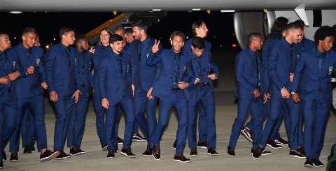 Após golear a Áustria, Seleção chega a Rússia no meio da madrugada