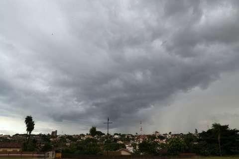 Previsão é de mais chuvas e frente fria se aproxima do Estado