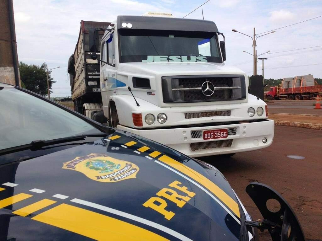 Carreta levava maconha escondida em carga de ração; destino era a Paraíba (Foto: Divulgação)