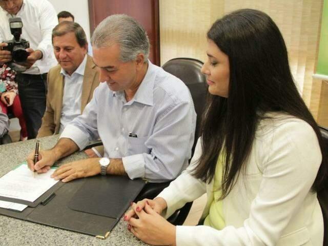 Governador do Estado, Reinaldo Azambuja, e a vice, Rose Modesto, ambos do PSDB. (Foto: Marcos Ermínio/Arquivo).