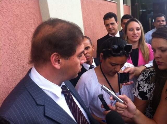 Prefeito de Campo Grande na saída de reunião com procuradora federal (Foto: Nícholas Vasconcelos)