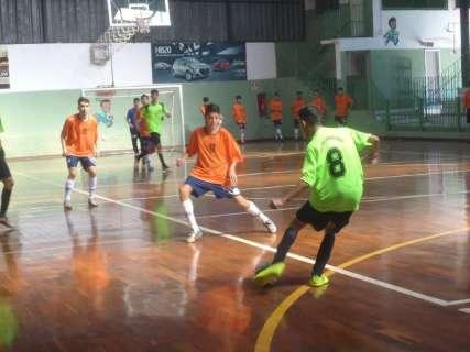 Times do Ensino Médio disputam rodada da Copa Pelezinho no domingo