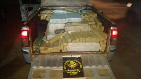 Dupla é presa transportando mais de meia tonelada de maconha em pick up