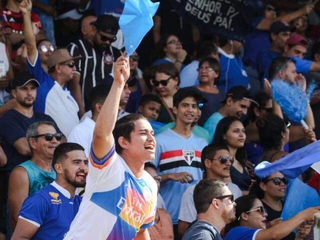 Torcida do Aquidauanense lota o estádio Noroeste (Foto: Franz Mendes)