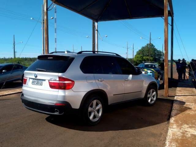 """BMW usado para transportar cocaína; droga era de narcotraficante que tenta ser o novo """"patrão"""" da fronteira (Foto: Adilson Domingos)"""