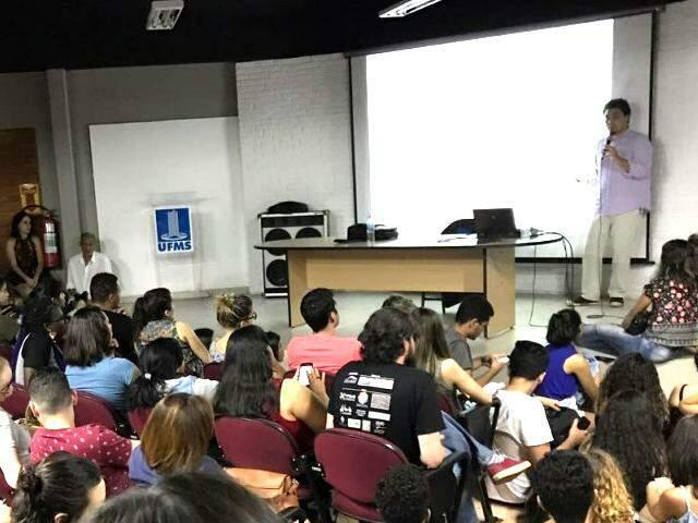 Cerca de 100 pessoas compareceram à palestra (Foto: Debora Bah)