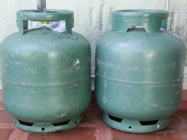 Consumidor tem que desembolsar até R$ 99 para comprar botijão de gás em MS (Foto: Kísie Ainoã)