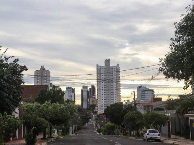 Tempo em Campo Grande às 6h30 deste domingo. (Foto: Paulo Francis)