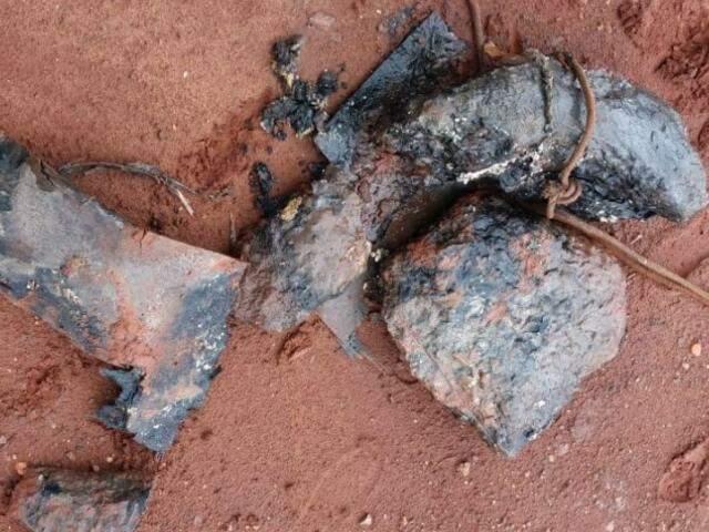 Até pedras foram retiradas por técnicos da Águas Guariroba do local.  (Foto: Divulgação)