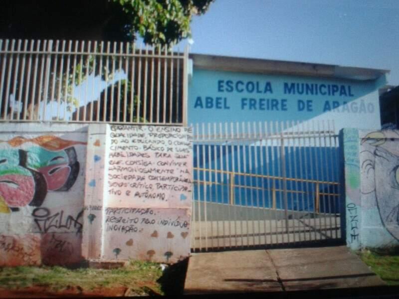 Na escola Abel Freire de Aragão, alunos têm dia letivo normal. (Foto: Marcos Ermínio)
