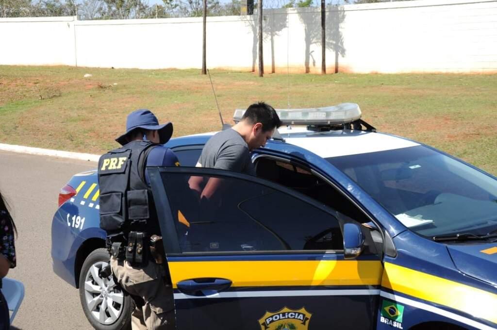 Suspeito foi preso em flagrante (Foto: Paulo Francis)