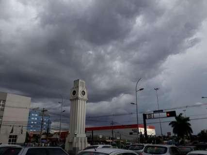 Céu fica preto nesta tarde e anuncia chuva nas próximas horas