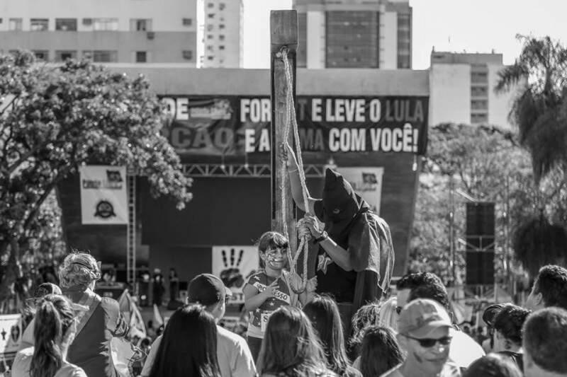 ManiFESTA - Manifestação ou festa? E o que se está ensinando? (Foto e legenda de Fernando Antunes)