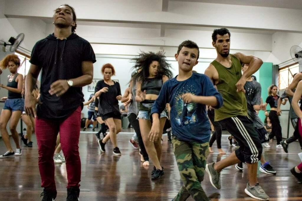 Aulas de dança são oportunidade para quem quer aprender algo novo nas férias. (Foto: Reprodução/ Reginaldo Borges)