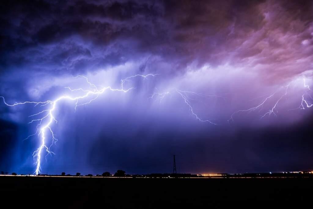 Imagem que conseguiu durante uma tempestade que aconteceu em Dourados (Foto: Henrique Arakaki)