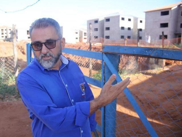 Abelha Neto afirma que vários canteiros de obras do programa social podem ser atingidos. (Foto: Paulo Francis)