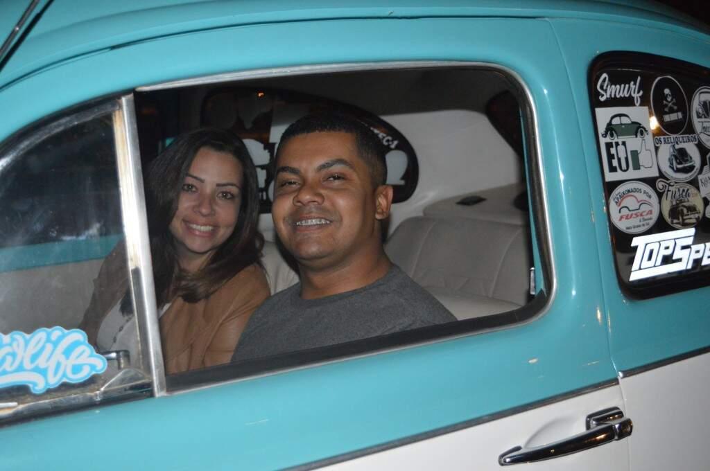 Casal fez questão de se inscrever com antecedência e ir até a sessão no Smurff.  (Foto: Thaís Pimenta)