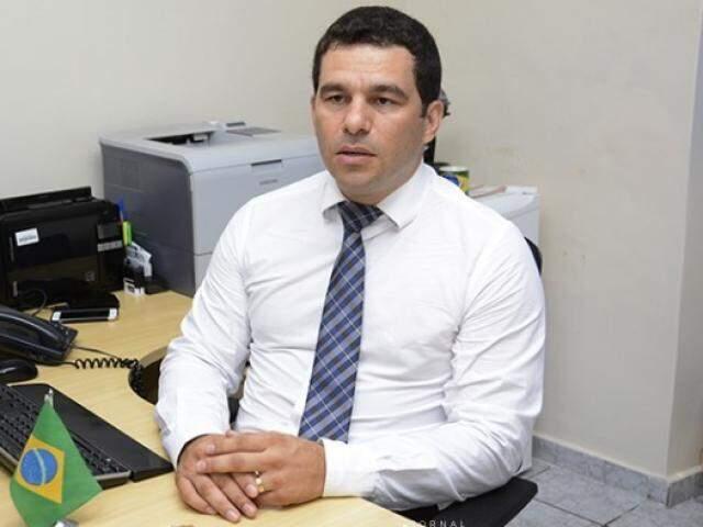 Delegado Iuri de Oliveira disse que indícios estão sendo averiguados (Foto: Diário Corumbaense)