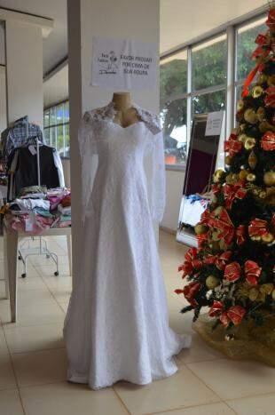 Vestido de noiva, tam G por R$ 1,2 mil.
