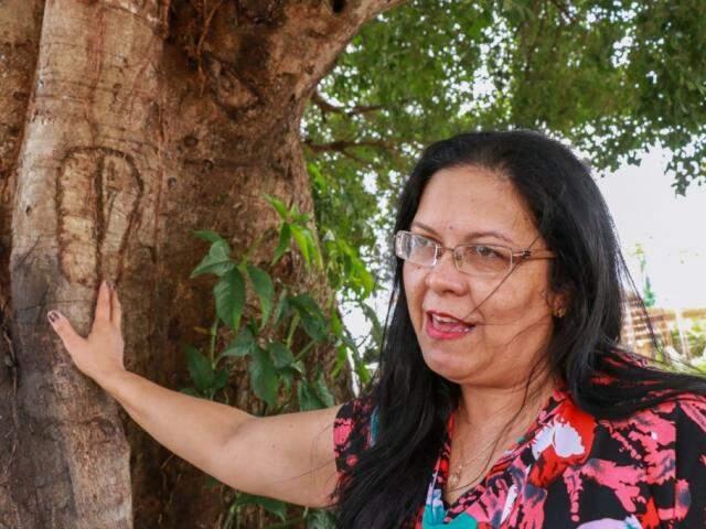 Cristina recorda diz que árvore se tornou símbolo de força e vida (Foto: Henrique Kawaminami)