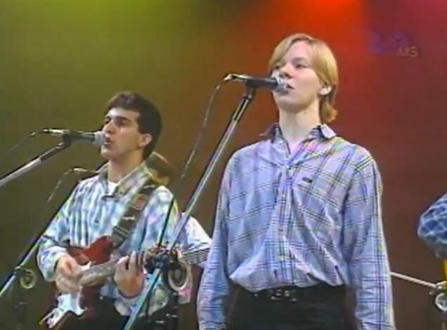 """Michel Teló em 1997: calça """"santropeito"""", cabelo escorridinho e repertório regional """"de verdade"""" no tempo em que os bailões eram moda. (Foto: Reprodução)"""