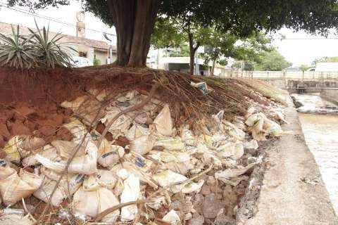 Chuva deixa rastro de destruição e sujeira ao longo da Ricardo Brandão