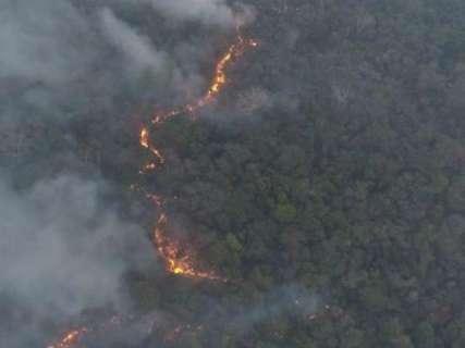 Incêndios fora de controle no Paraguai cobrem Ponta Porã de fumaça