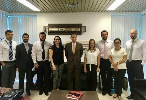 Desembargador Carlos Eduardo Contar e funcionários do gabinete. (Foto: Divulgação TJ)