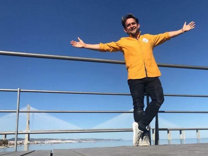 Na Ponte Vasco da Gama, um dos pontos turísticos preferidos de Roberto Marques, o Robertinho Cabelereiro, como ficou conhecido em Campo Grande (Foto: Bárbara Marques)