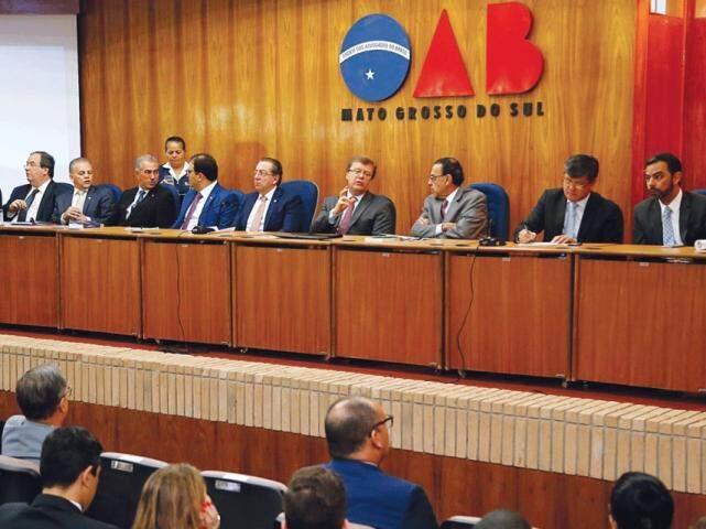 Mesa de autoridades em encontro na seccional do órgão em Campo Grande. (Foto: Reprodução/Internet)