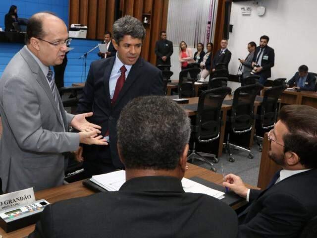 Deputados José Carlos Barbosa (DEM), Rinaldo Modesto (PSDB), Pedro Kemp (PT) e João Grandão (PT), durante sessão (Foto: Victor Chileno/ALMS)