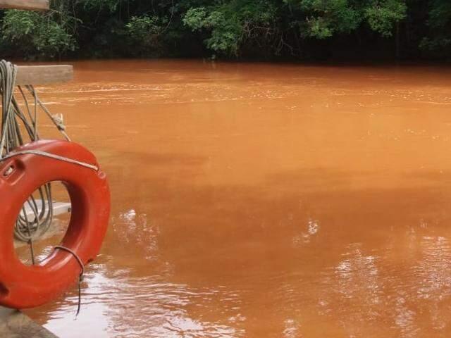 Chuva que atingiu Jardim na sexta-feira (16) deixou Rio da Prata com cor de lama (Foto: Divulgação)
