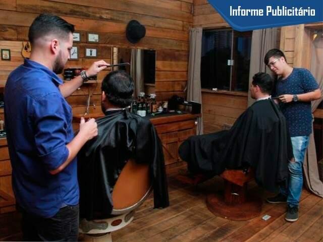 Profissionais oferecem serviços de corte, barba e relaxamento. (Foto: Marcos Ermínio)