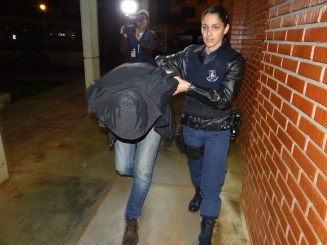 O garagista Marlon Fialho, preso em flagrante na noite do crime (Foto: Osvaldo Duarte/Dourados News)