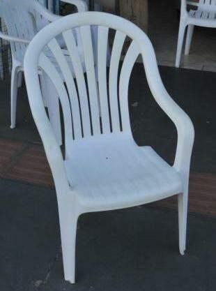 E a cadeira que hoje está vazia, mas continua lá na frente. (Foto: Alcides Neto)