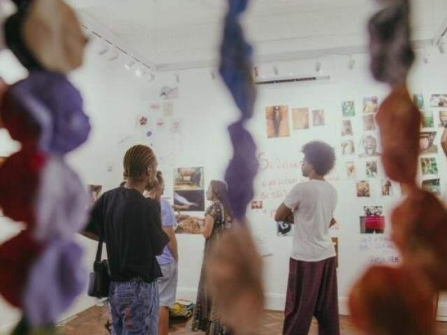 Exposição Cu é Lindo está no Goethe-Institut e segue aberta para maiores de 18 anos até dia 12 de agosto. (foto: Reprodução Bahia Notícias)